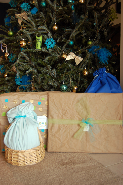 Eco-Friendly Gift Wrapping Ideas & Free Printable Gift Tags Thumbnail
